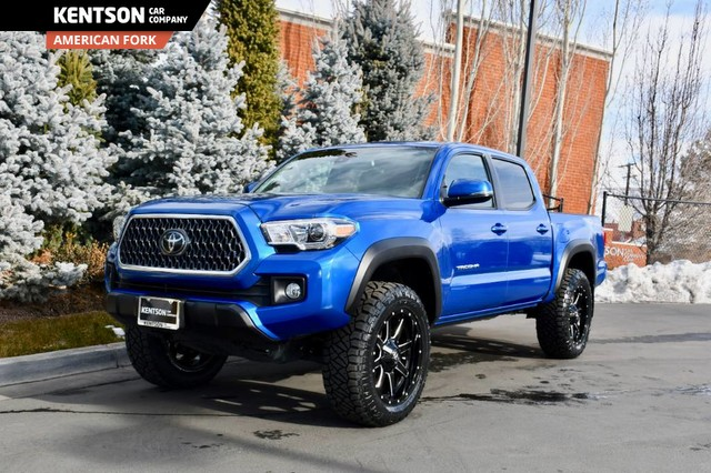 Four Wheel Drive Short Bed Pre Owned 2018 Toyota Tacoma Sr5