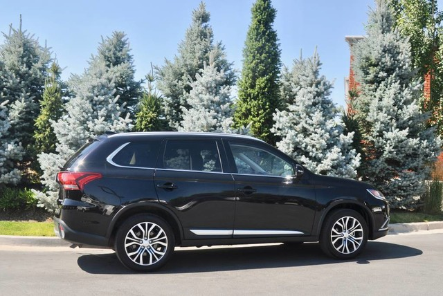 Pre-Owned 2018 Mitsubishi Outlander SEL
